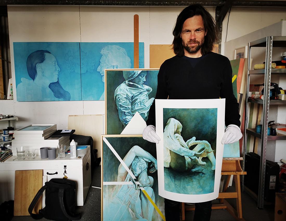 Daan Noppen standing in his studio with Frabric VI