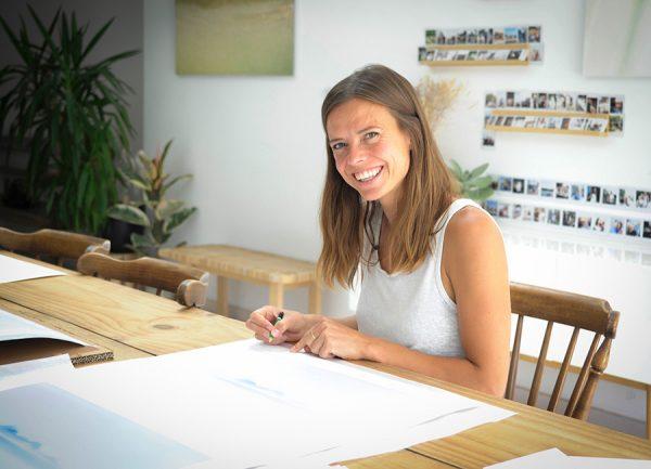 Marilyn De Smet signing Joie